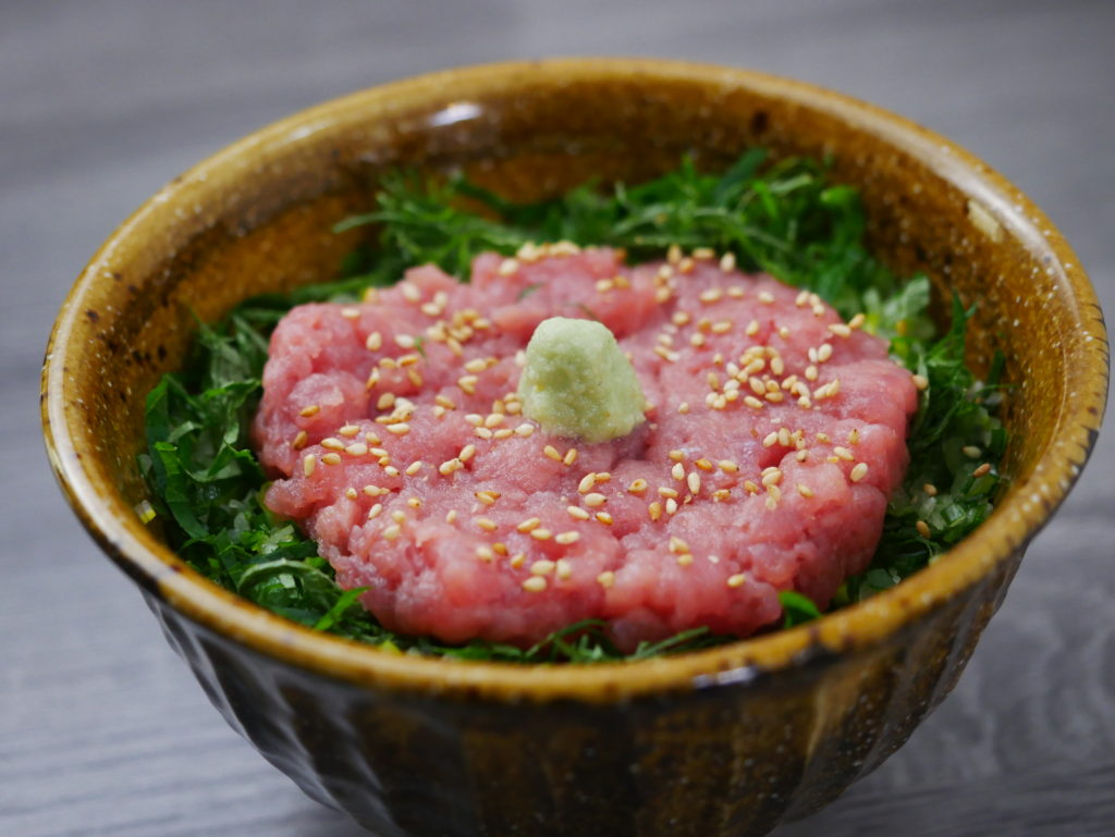 本マグロの皮とスジでネギトロ丼の作り方