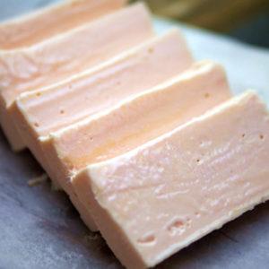 レンジで5分!とろけるイチゴチョコチーズケーキの作り方